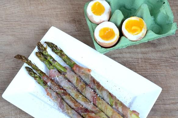 Grüner Spargel mit Ei nach Jamie Oliver