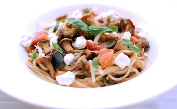 Spaghetti mit Pfifferlingen und Tomaten