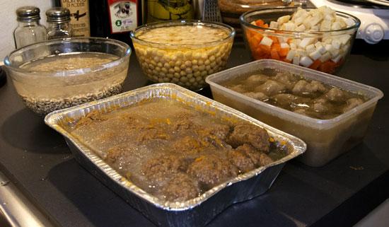 Kjøttboller, raspeballer, grønnsaker - hva mer kan du ønske deg?