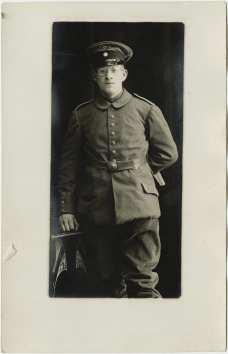 Postcard featuring Karl Loewenstein in military attire, 1915