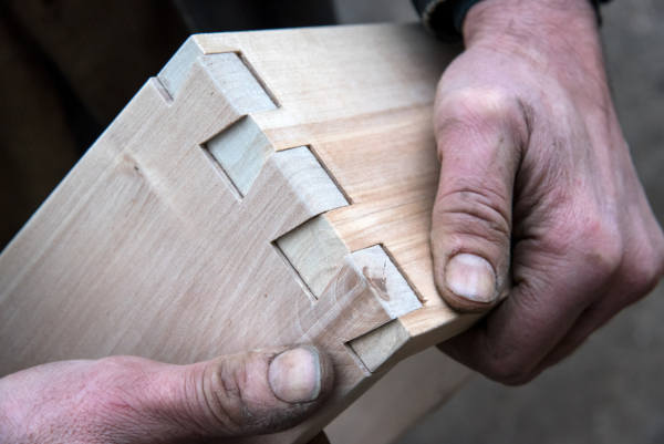 lofoio: makerspace a firenze dovetail joint powertoolwebsite