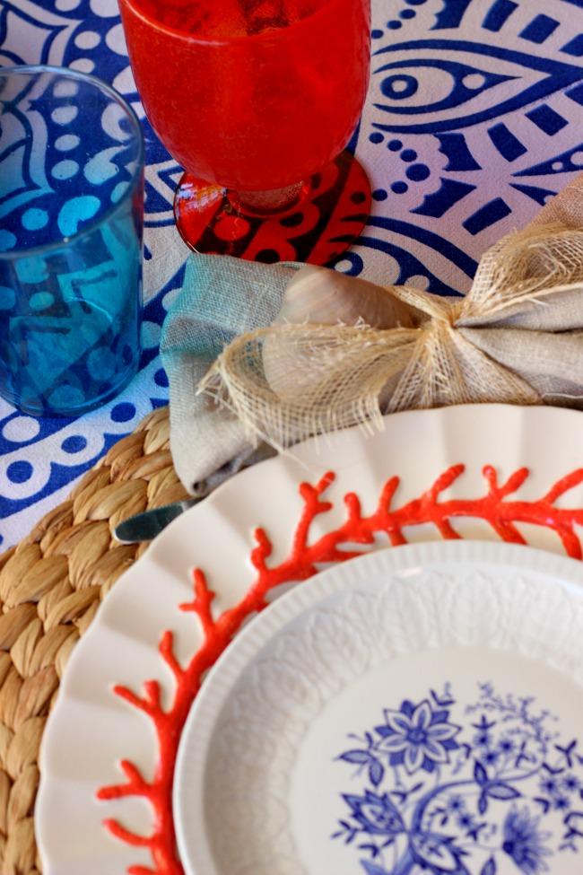 Mesa en coral y en azul