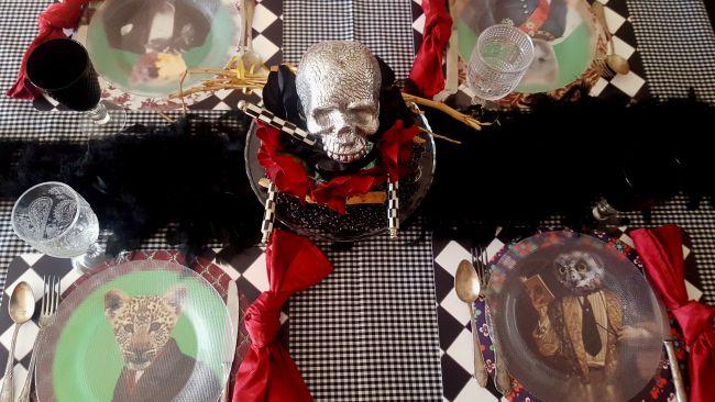 Dos manteles y una mesa de Halloween