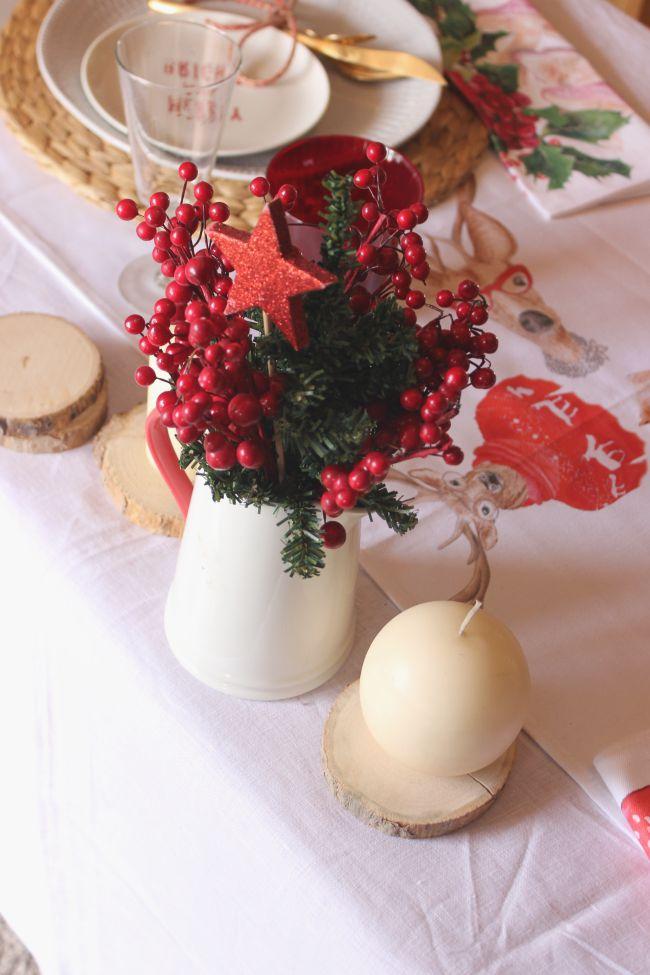 Una mesa navideña con Okenua