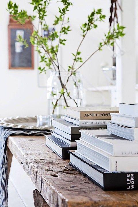 ideas-para-llenar-tus-estanterias-con-libros-deco