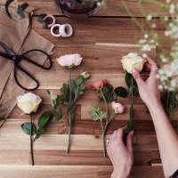 Cómo decorar una pared con flores