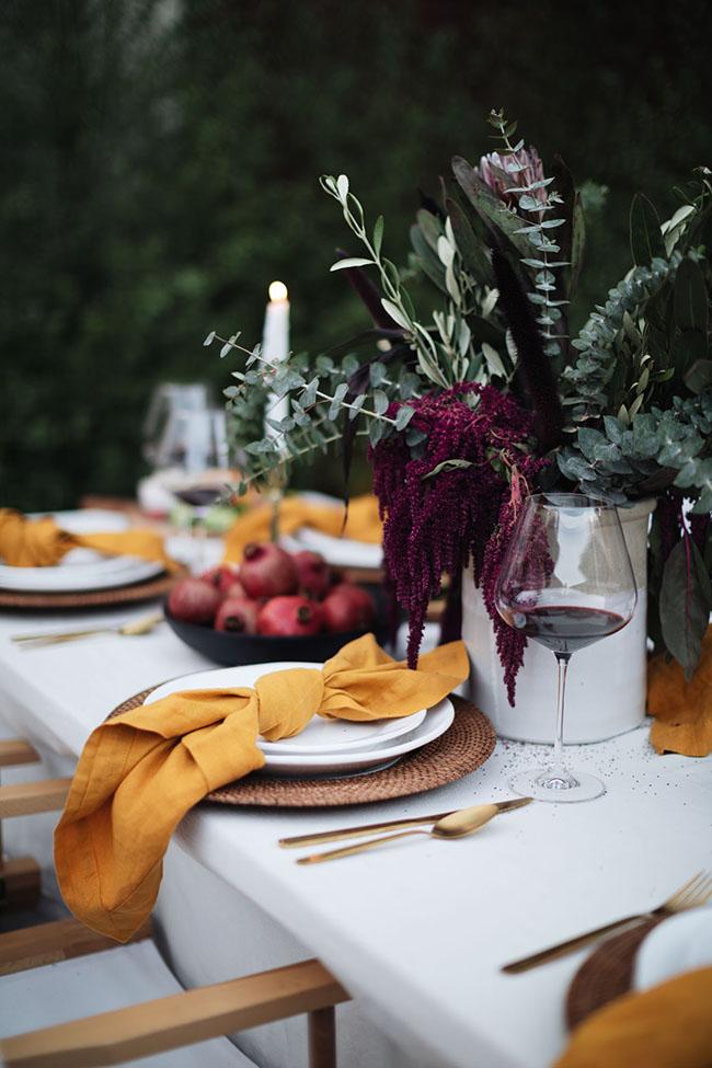 Una mesa otoñal en la terraza