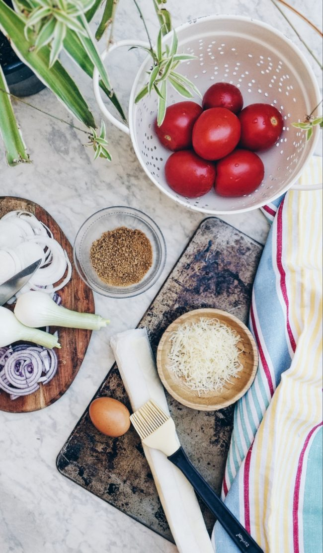 Galette de tomate y cebolla caramelizada