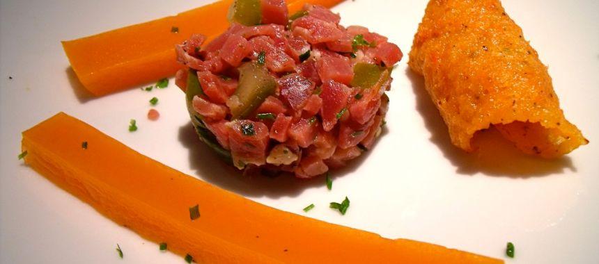 Gelée de poivrons, tartare de jambon serrano et sa tuile