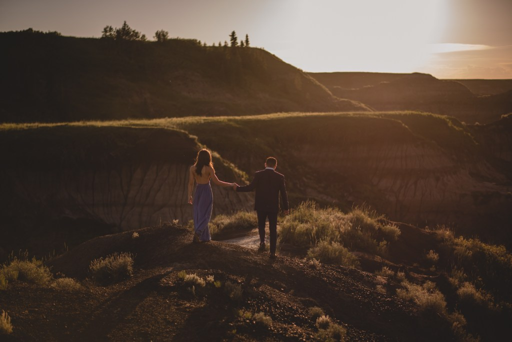 drumheller-engagement-evening-walk