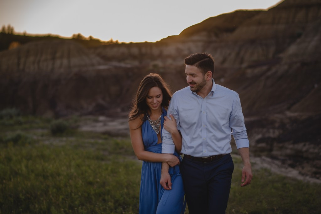 drumheller-engagement-walk-smile