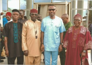 Logara people with Imo State Secretary to the State Government (SSG), Sir George Eche (2nd from right, beside HRH Sir F.I. Njoku, Eze Logara)