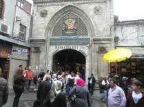 een ingang van de bazaar