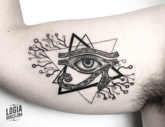Otros pueden derretir el ojo de horus con otros símbolos egipcios relevantes,. Ojo Egipcio Tatuaje Logia Barcelona Tattoo