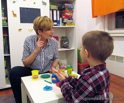 Šta ako dete izgovara J umesto Lj? Logoped jednostavnim vežbama može da nauči i Vas i dete kako da ovo rešite.
