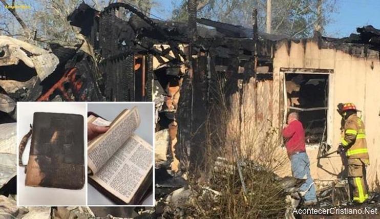 Pompierul a fost emoționat, găsind Biblia intactă, în casa arsă de foc