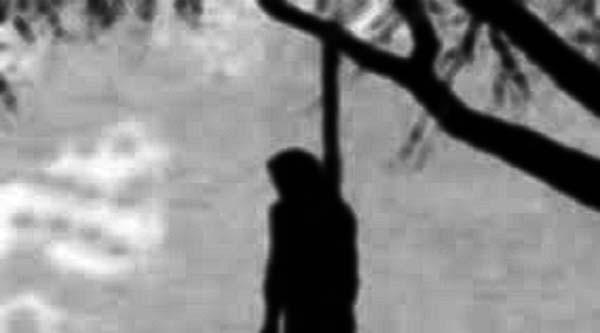 লোহাগাড়ায় ফাঁসিতে ঝুঁলে ৪ সন্তানের জননীর আত্মহত্যা