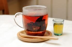 「ローズヒップティー」茶葉は飲む際に取り除きます