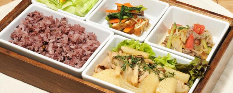 日替わりランチの一例、「長芋と豚肉の生姜焼き しそ風味」。味が染みています。