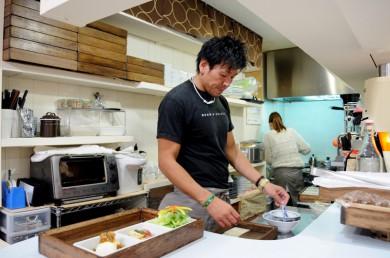 木村店長は厨房でもお仕事します。