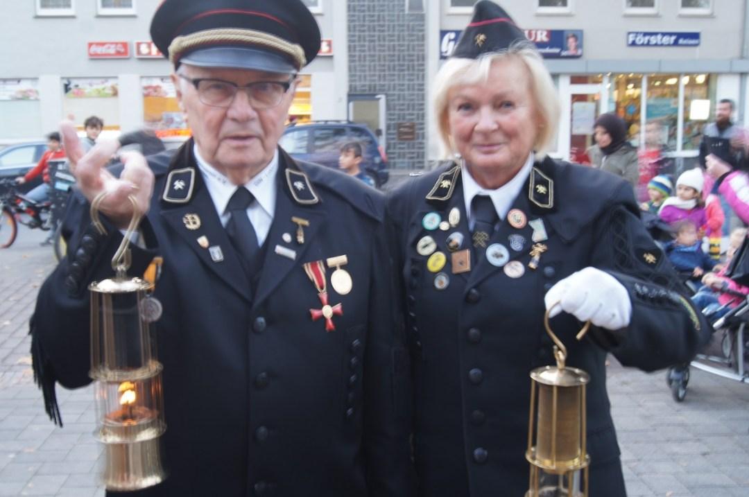 Besondere Laternen hatten natürlich auch Hermann und Inge vom Knappenverein , die sind jedes Jahr dabei.