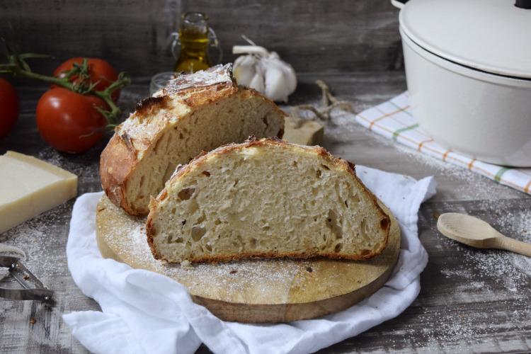 Haz pan en casa sin ningún esfuerzo. Consigue un pan con una corteza crujiente y un sabor delicioso.