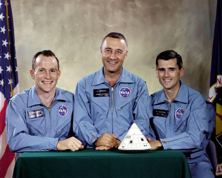 "Ed White, Virgil ""Gus"" Grissom y Robert Chaffee. Tripulación del Apolo I"