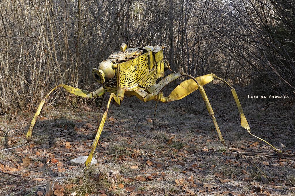 """oeuvre """"Megastriops orientalis"""" de Matthieu Rapp visible sur le sentier art et nature à Taninges"""