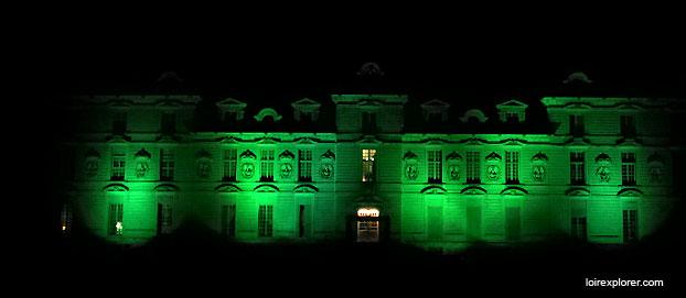 monuments et châteaux de la Loire ouverts toute l'année Château de Cheverny illumination de Noël