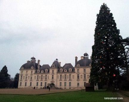monuments et châteaux de la Loire ouverts toute l'année Château de Cheverny sapin de Noël