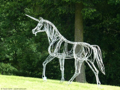 La Licorne de Christian Hirlay - ANIMAL - Exposition de sculpture animalière monumentale contemporaine à Briare - photo copyright Yseult Carré