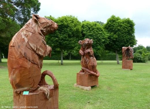 Les Rats et Le Taureau - sculptures de Jürgen Lingl-Rebetez - ANIMAL - Exposition de sculpture animalière monumentale contemporaine à Briare - photo copyright Yseult Carré