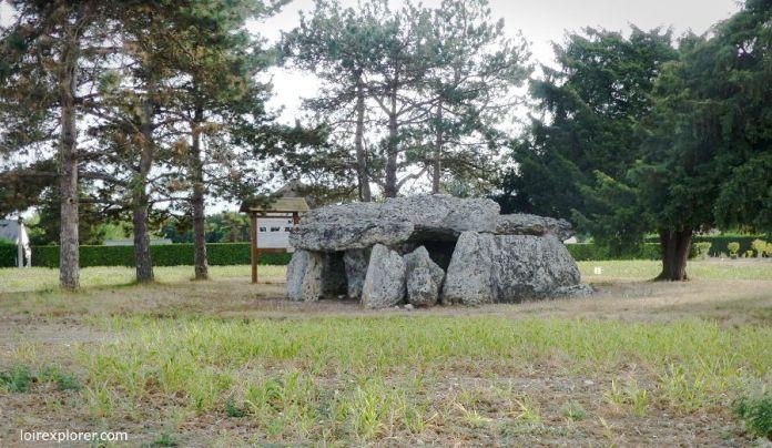mégalithes en région Centre Dolmen de la Chapelle Vendômoise menhir néolithique préhistoire néolithique préhistoire Loir et Cher