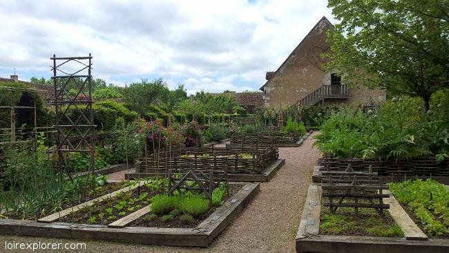 voyage au centre de la france Jardins du Prieuré d'Orsan excursion insolites