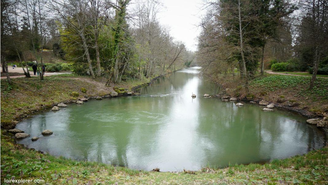 Le Loiret rivière insolite : Pourquoi sa source est si stupéfiante