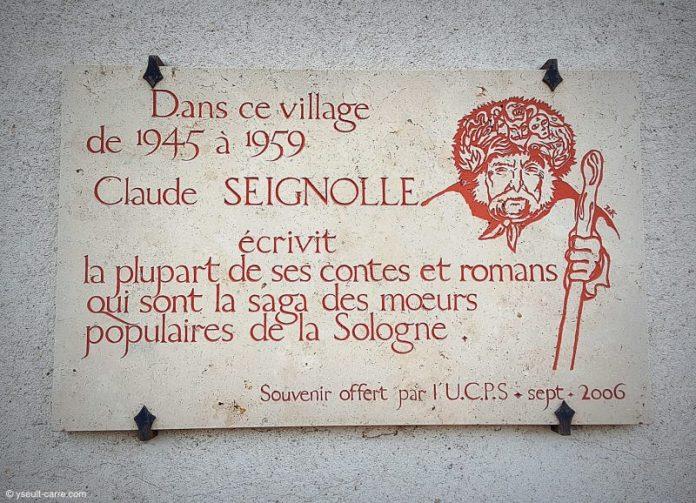 PLaque hommage à Claude Seignolle par l'UCPS à Sainte-Montaine en Solognecopyright Yseult Carré