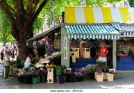 flower-stall-on-the-market-norwich-norfolk-england-uk-bn1j4g