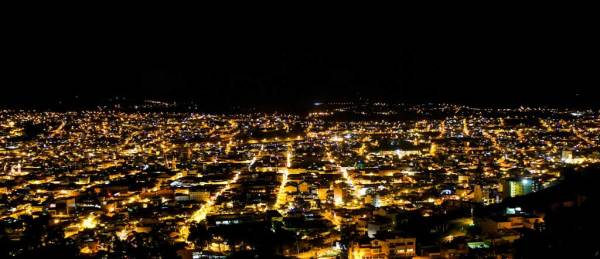 Loja en la noche