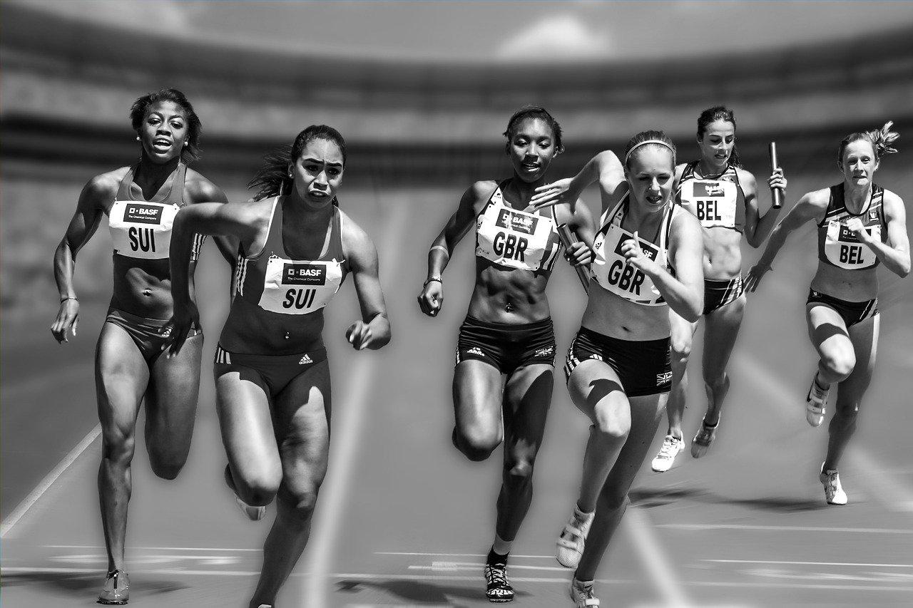 corrida women-655353_1280