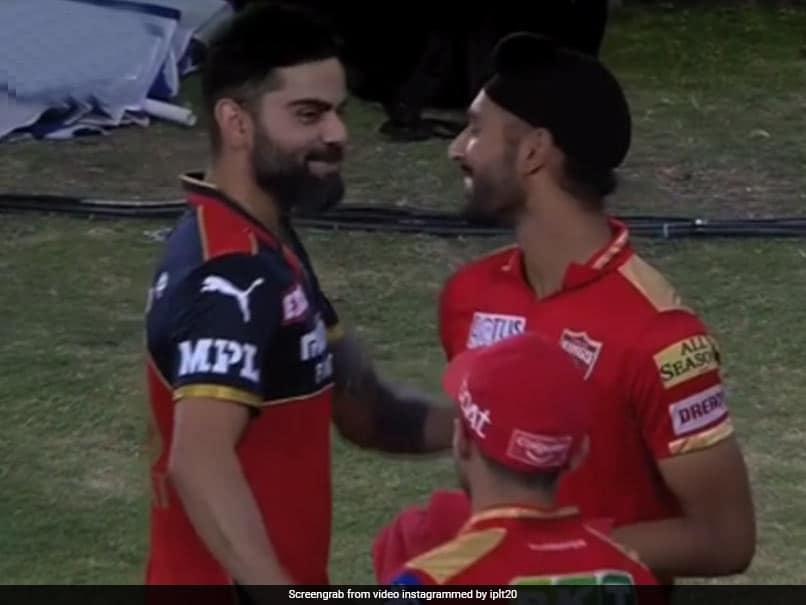 IPL 2021: Virat Kohli Gives Harpreet Brar A Pat On The Back After PBKS Spinners Match-Winning Spell vs RCB. Watch