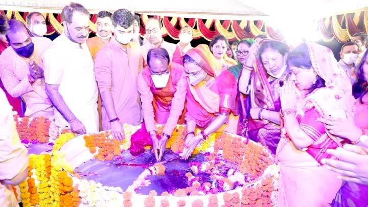 मुख्यमंत्री श्री चौहान नेप्रदेशवासियोंकी सुख-समृद्धि के लिये की प्रार्थना
