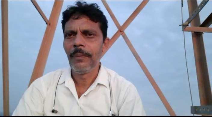 लखीमपुर खीरी में युवक टॉवर पर चढ़ा युवक, 10 घंटे तक चला हाई वोल्टेज ड्रामा, नगर पंचायत पर भ्रष्टाचार का आरोप लगाया