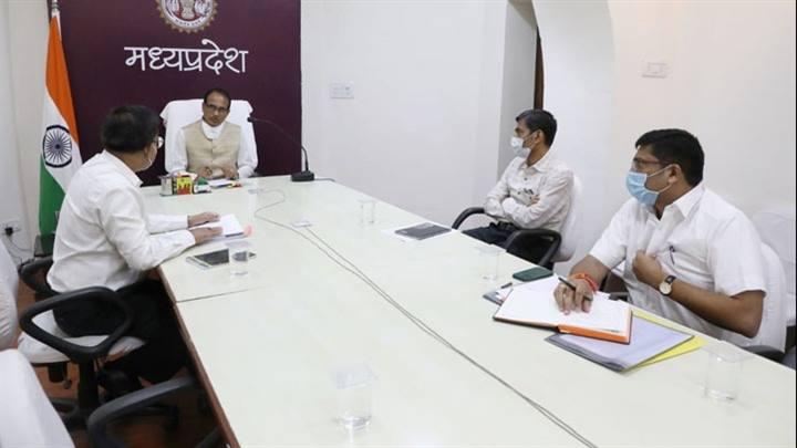प्रदेश में खाद की कोई कमी नहीं, वितरण व्यवस्थित हो- मुख्यमंत्री श्री चौहान