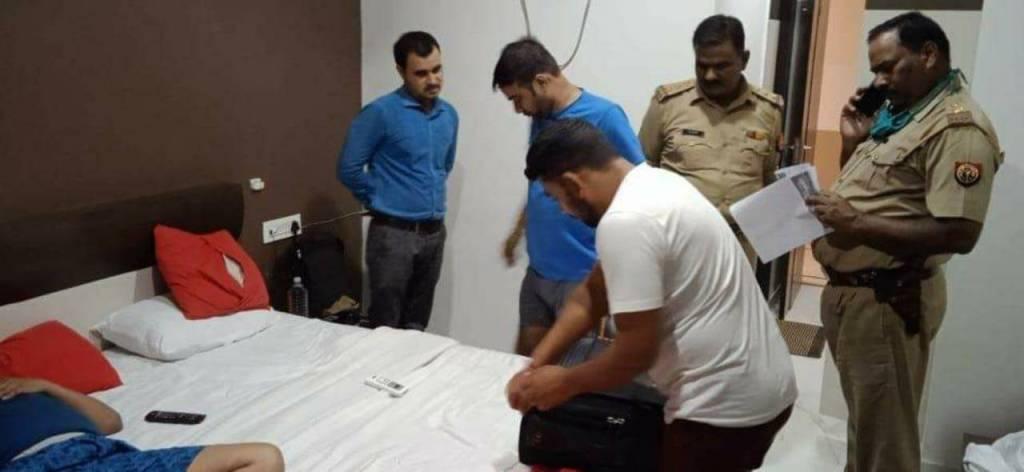 Manish Gupta Murder Case: कोर्ट में सरेंडर करने से पहले ही मनीष गुप्ता के हत्यारोपी दारोगा और कॉन्स्टेबल को पुलिस ने किया गिरफ्तार
