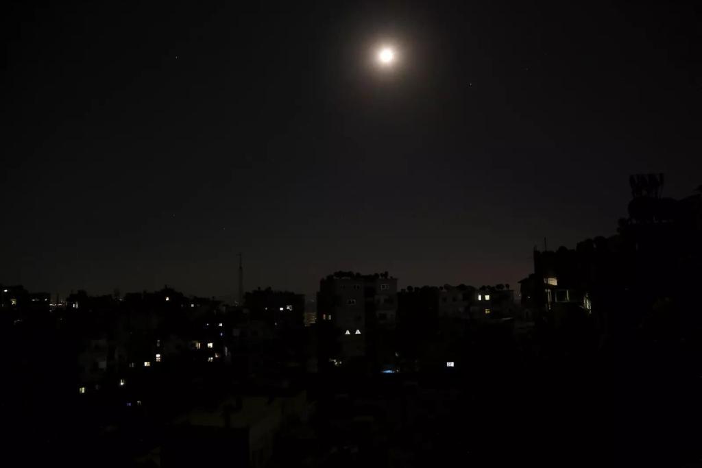 Noida news: कोयले की कमी का असर नोएडा तक, आज से बढ़ सकती है बिजली कटौती