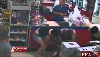 Herói no supermercado salva uma menina