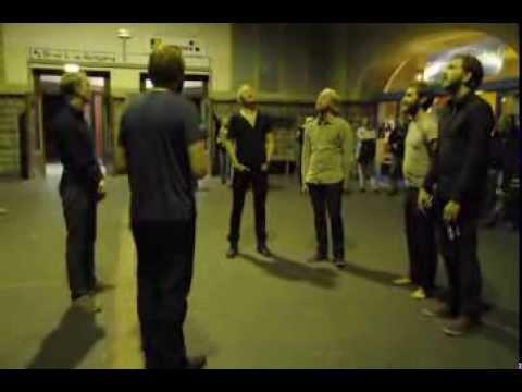 Grupo canta hino da Islândia no metro alemão e deixa toda a gente arrepiada
