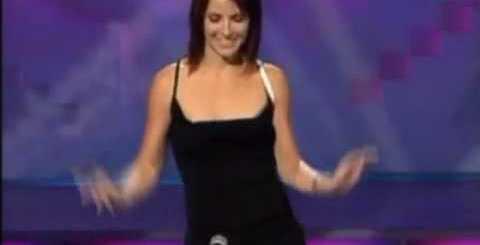 Mulher toca flauta com a própria vagina