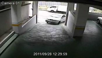 Mulher faz o impensável ao entrar num estacionamento