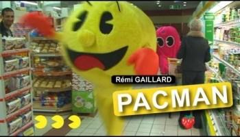 Pacman trollando as pessoas na rua